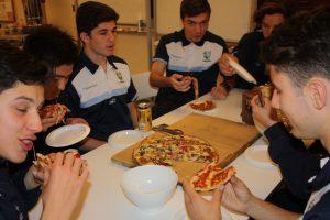 boys-eating
